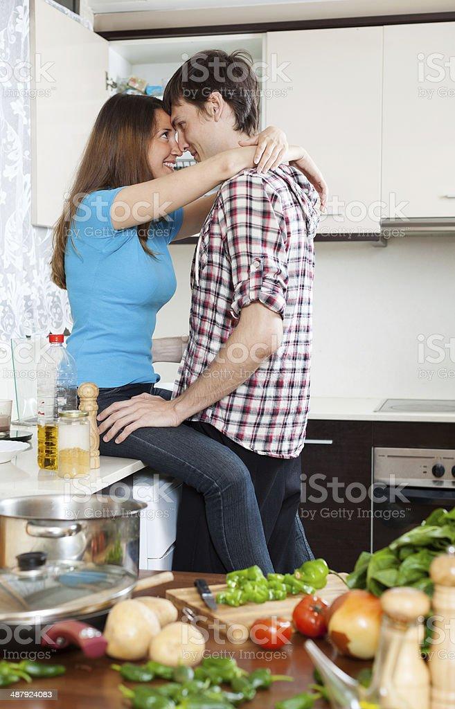 Фото секс на кухонном столе — photo 13