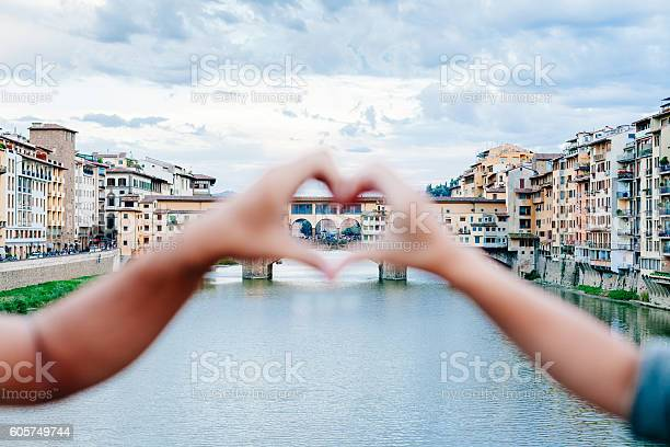 Loving couple making heart with her hands in florence picture id605749744?b=1&k=6&m=605749744&s=612x612&h=cx5sumue6tuyezngq1xx3wx 5989tl3q5sifpamwt6q=