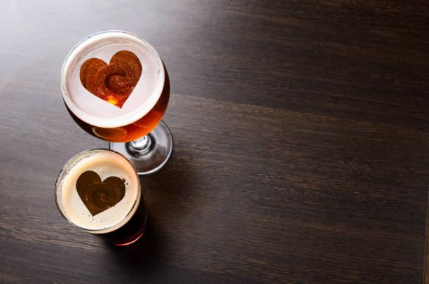 Frisches gezapftes Bier zu lieben – Foto