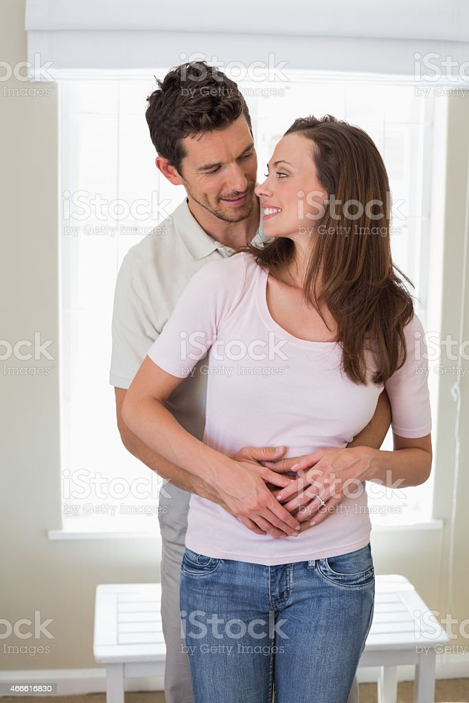 Mann frau umarmt Mann Umarmt