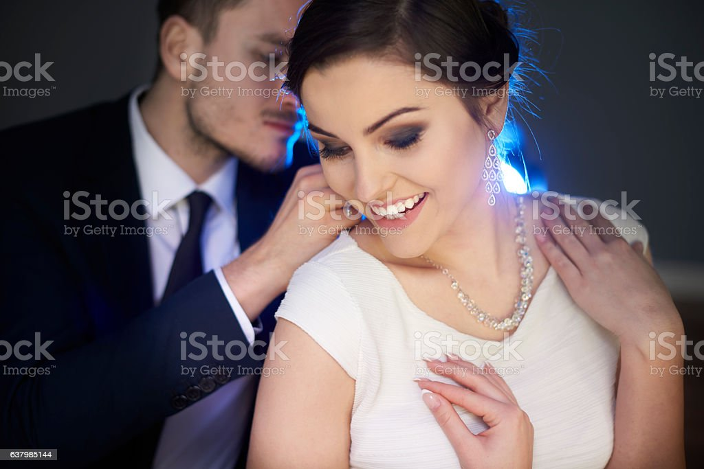 Loving man putting necklace on girlfriend - Photo