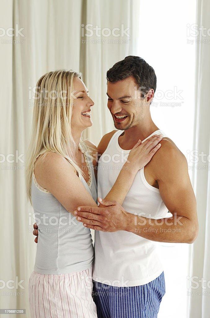 Amoroso la nueva vida juntos. foto de stock libre de derechos