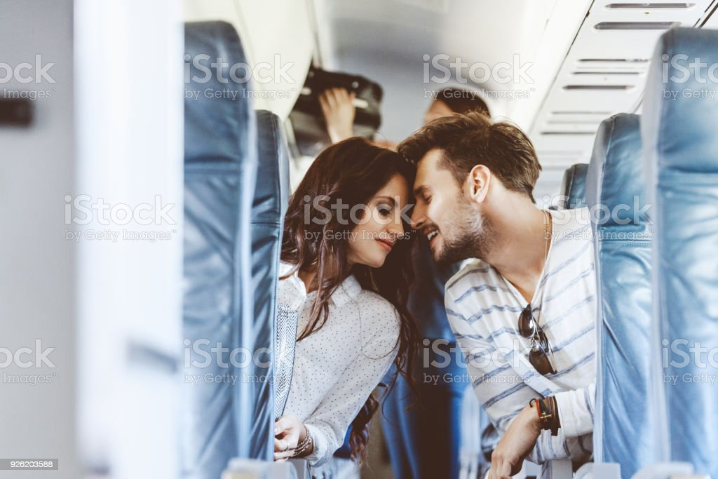 Youg Liebespaar während des Fluges – Foto