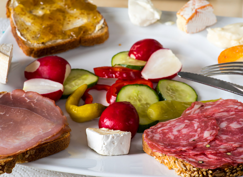 Lovingly arranged vesper plate with open-grain bread and cheese and vegetables