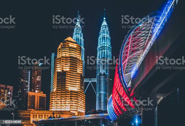 Photo of low angle view Kuala Lumpur Cityscape at night with saloma bridge connection in between old town and new city buildings across highway