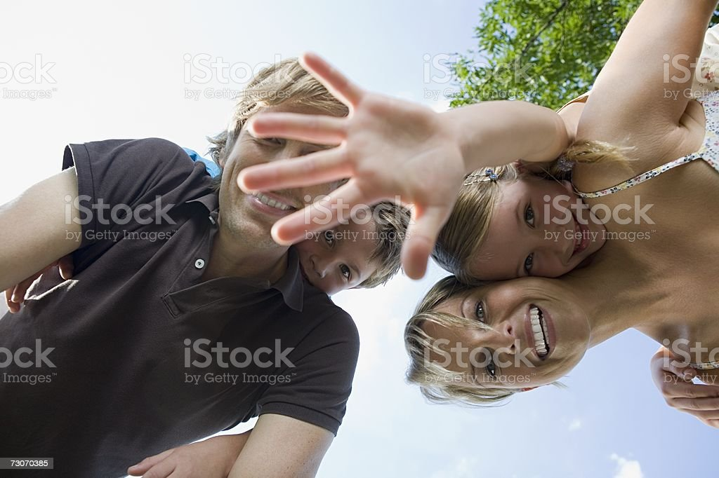 Vista de Ângulo Baixo de uma família foto de stock royalty-free