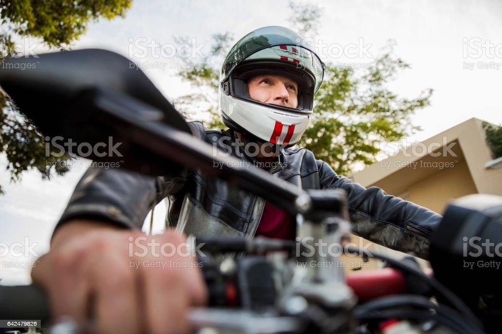 Niedrigen Winkel Ansicht des Mannes, die Motorrad fahren – Foto