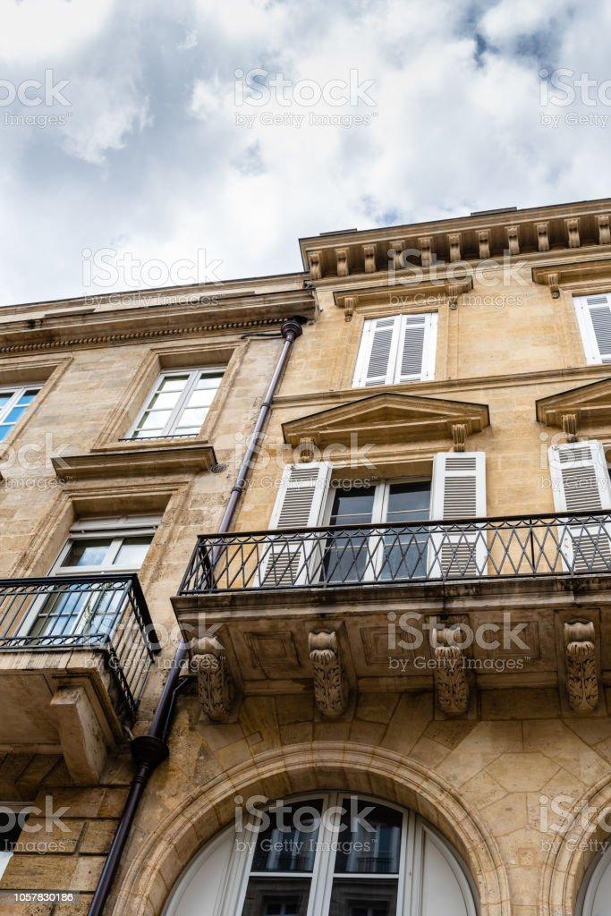 Vue faible angle de bâtiments résidentiels à Bordeaux - Photo