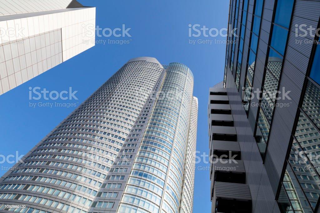 Niedrigen Winkel Ansicht der Wolkenkratzer in Tokio, Japan – Foto