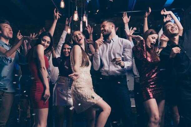 baixa opinião de ângulo foto de encantadora juventude atraente milenar tendo movimento dinâmico alto ruído vestido de noite terno calças camisa formal desgaste formalwear dentro de casa - vida de estudante - fotografias e filmes do acervo