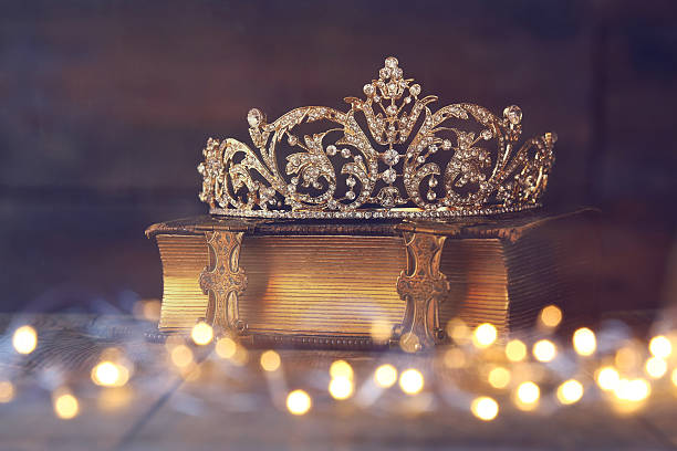 Low key image of decorative crown on old book picture id522144262?b=1&k=6&m=522144262&s=612x612&w=0&h=e1b7g6lnqozamkydqelz yxjte  enpdcdhpqr12q8m=