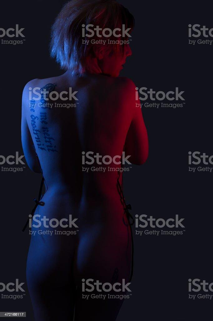 faible cl vue arri re du femme nue de lumi re color e photos et plus d 39 images de 20 24 ans. Black Bedroom Furniture Sets. Home Design Ideas