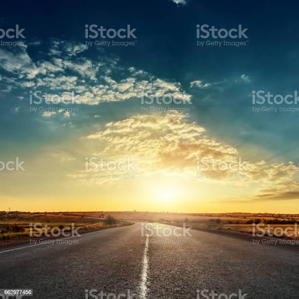 Low sun in dramatic sky over asphalt road picture id662977456?b=1&k=6&m=662977456&s=612x612&h=apzuxnhospxzf5cb9bbaxy q46p4euay9ravsaoce u=