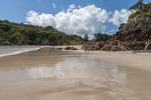 Ebbe am Little Oneroa Strand, Insel Waiheke, Neuseeland – Foto