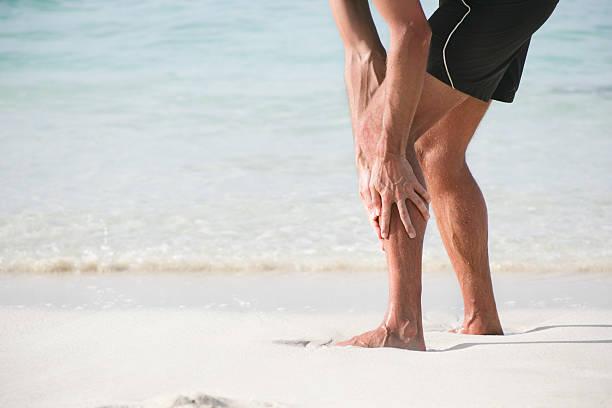 douleurs du bas de jambe - mi jambe photos et images de collection