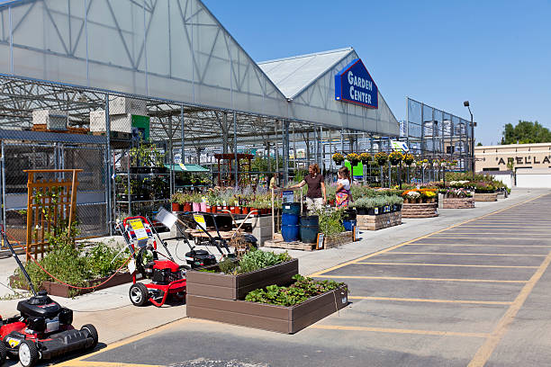 lowes garden center - maschendrahtzaun preis stock-fotos und bilder