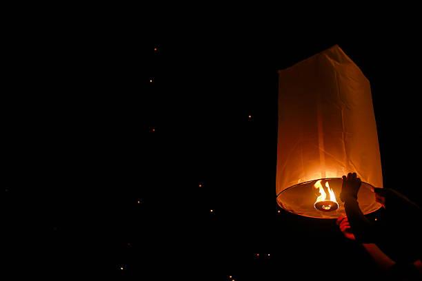loy krathong et de yi peng festival, thaïlande - éther photos et images de collection