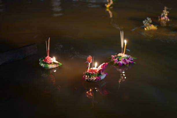 Loy krathong festival people buy flowers and candle to light and on picture id1300670319?b=1&k=6&m=1300670319&s=612x612&w=0&h=nov96umcyt1rgrri37fdnb8wjolsoxvh0btuqbygg9o=