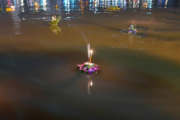 Loy krathong festival people buy flowers and candle to light and on picture id1300670321?b=1&k=6&m=1300670321&s=612x612&w=0&h=mo8f7n8gyrts cbzp6sufstobpfycjmmj3nvdbffijk=