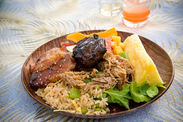 luau-fest - hawaiianischer salat stock-fotos und bilder