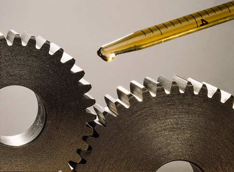 Lubricating two pinions with a few drops of oil. Mechanical sprockets