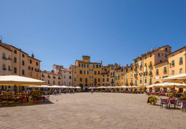 Lucca, piazza anfiteatro Piazza Anfiteatro in Lucca, Tuscany (Italy) in a sunny day town square stock pictures, royalty-free photos & images
