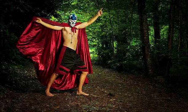 ルチャリブレ力士の森 - レスリング ストックフォトと画像
