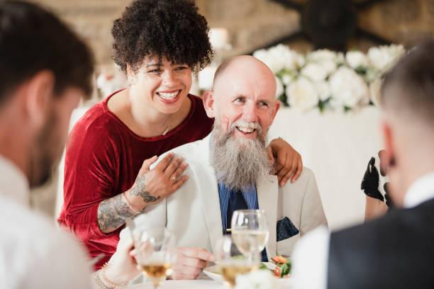 glücklicher vater der braut! - lausbub tattoo stock-fotos und bilder
