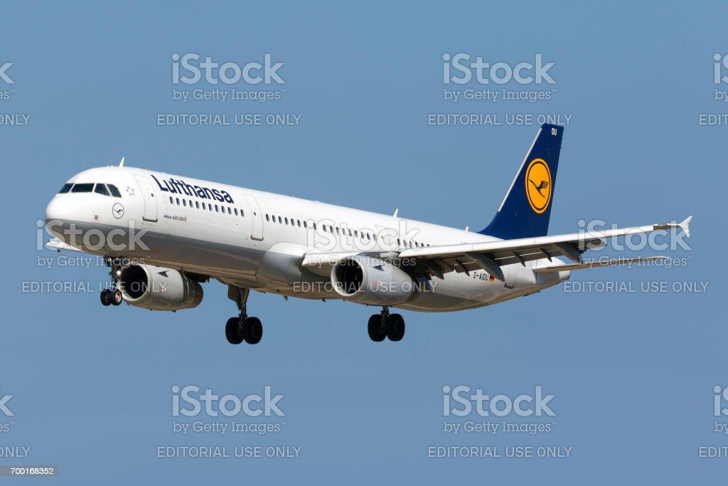 Lufthansa A321 on final approach