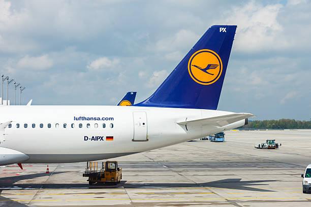 Lufthansa airplanes loading at Munich airport – Foto