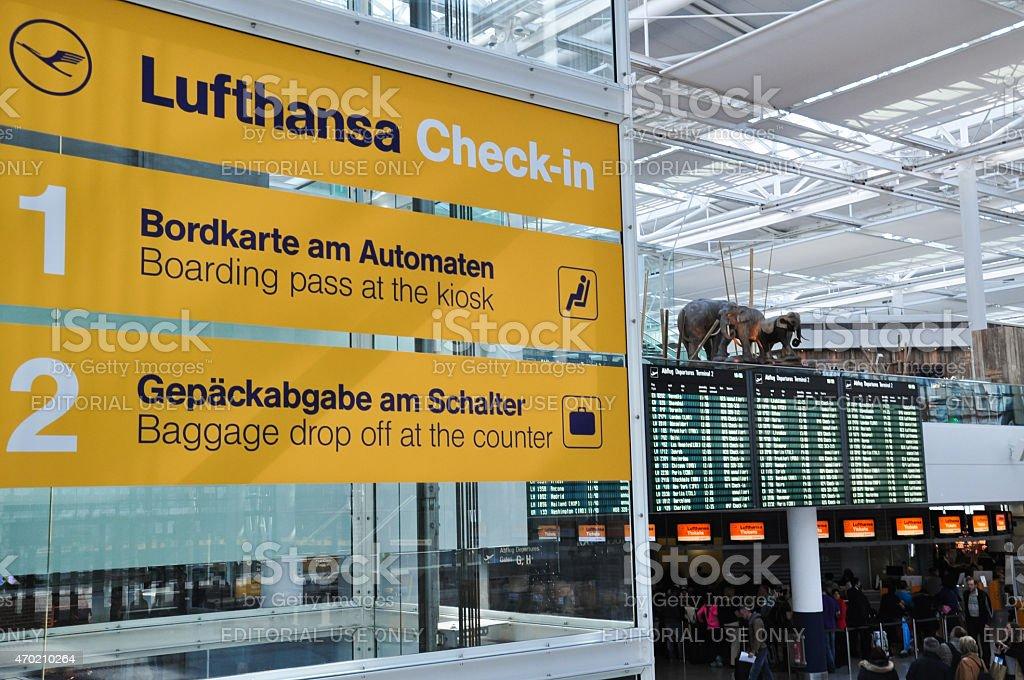 Lufthansa di checkin del terminal dellaeroporto di monaco di