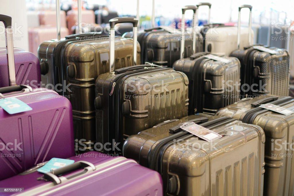 Bagages beaucoup de grosses valises sacs à dos et sac de voyage. - Photo