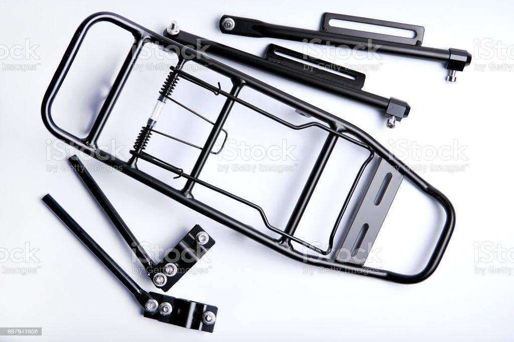 portaequipajes para bicicleta sobre fondo blanco - foto de stock