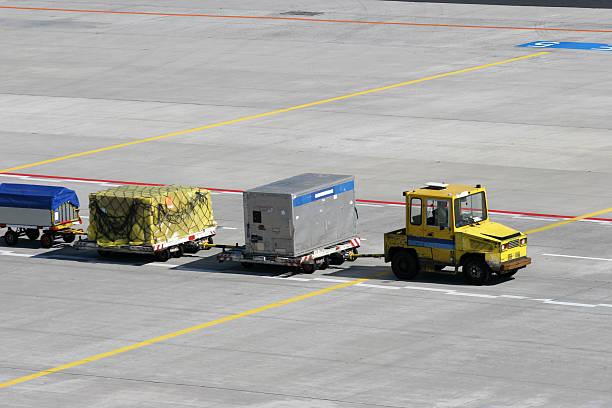 luggage cart on airport - airport pickup stockfoto's en -beelden