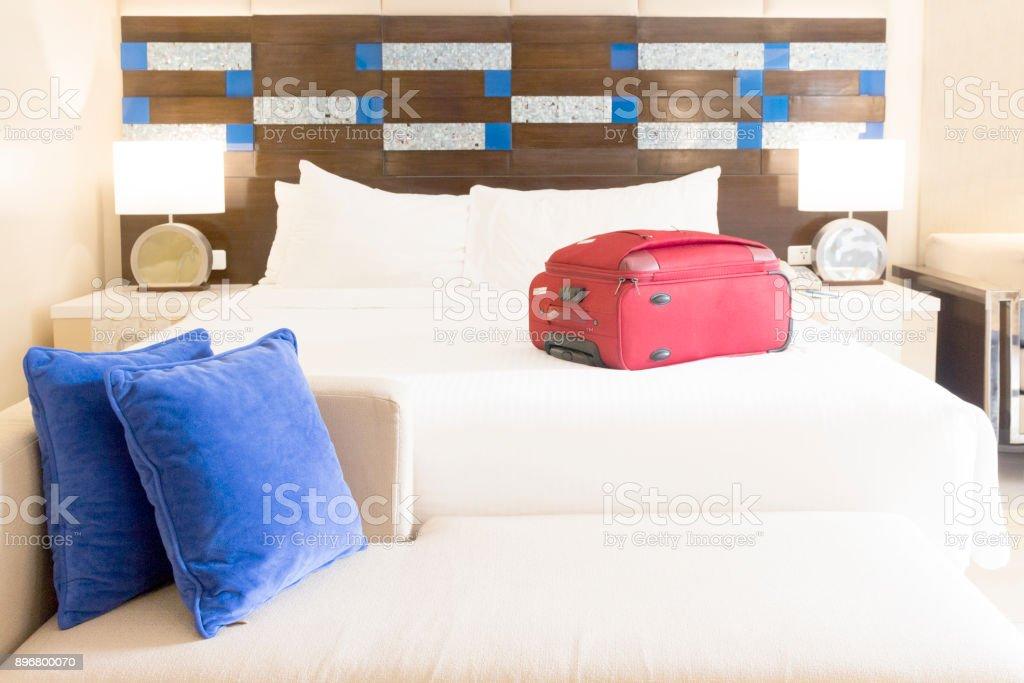 Gepäck auf einem Hotel Zimmer Bett – Foto