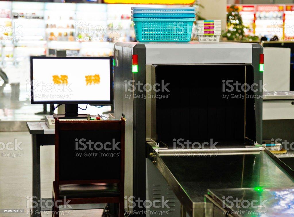 Gepäcksicherheit x Ray-Gerät und Computer-monitor – Foto