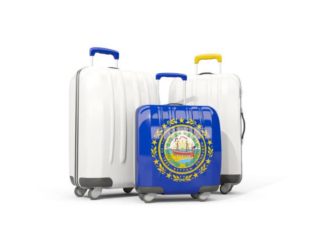 Bagagem com bandeira de new hampshire. Três sacos com bandeiras locais dos Estados Unidos - foto de acervo
