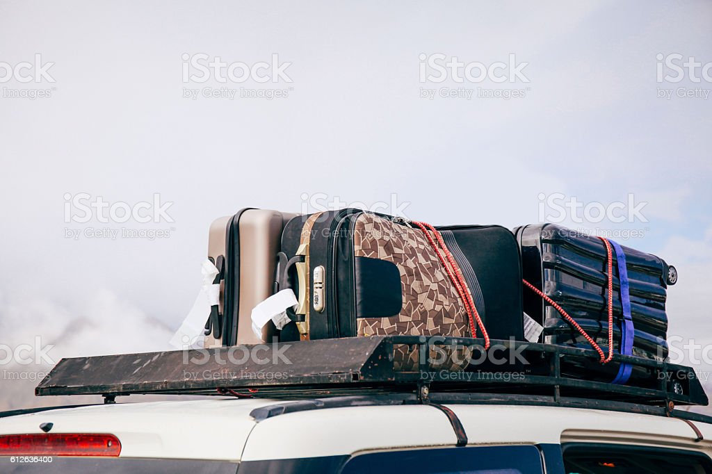 Luggages and Bags arranged on the car roof – Foto
