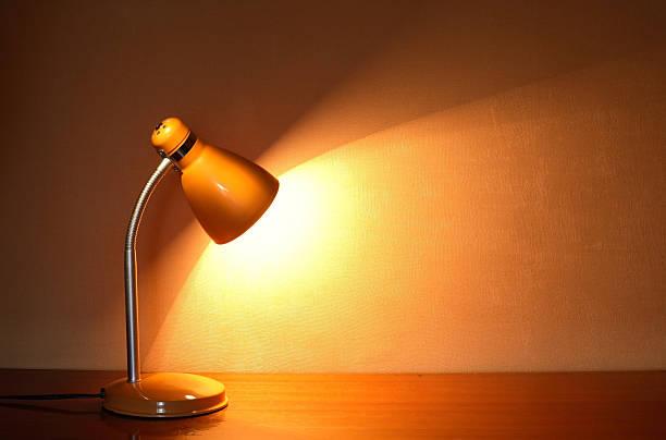 leuchtende lampe - bürolampe stock-fotos und bilder