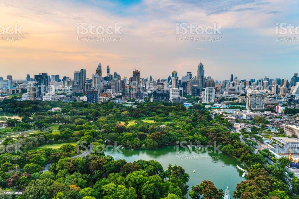 Le parc Lumpini et centre-ville central des affaires de Bangkok - Photo de Affaires libre de droits