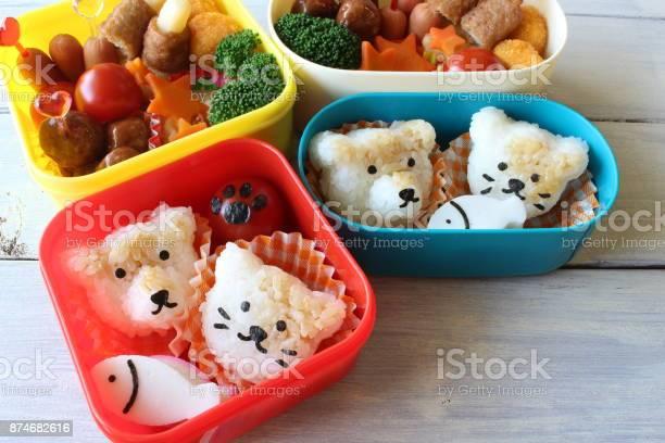 Lunch box of dog and cat picture id874682616?b=1&k=6&m=874682616&s=612x612&h=gsxxzkryloyftnn48regdwzubeyuzjqeng442zrpss0=