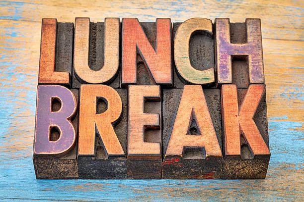 lunch break banner in wood type - mittagspause schild stock-fotos und bilder
