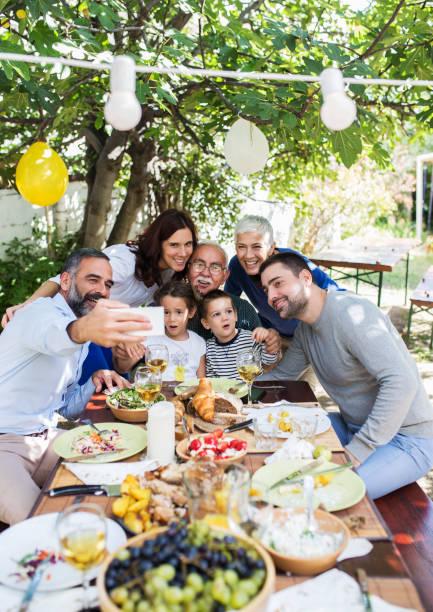 almoço com as pessoas queridos - familia pascoa - fotografias e filmes do acervo