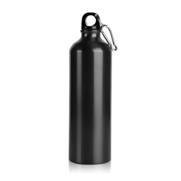 exuberante lave red aço inoxidável alumínio ao ar livre caminhadas brilhante garrafa de água de metal com cap & alça isolado em fundo branco. - sports water bottle - fotografias e filmes do acervo