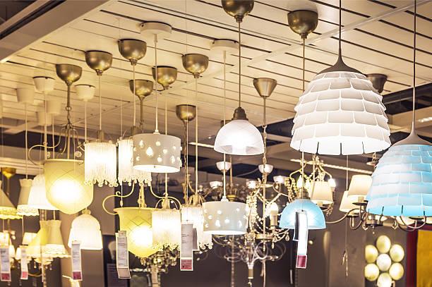 lusters na sprzedaż - żyrandol sprzęt oświetleniowy zdjęcia i obrazy z banku zdjęć