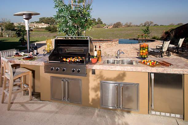 luxuriöse garten-barbecue. - grillen garten stock-fotos und bilder