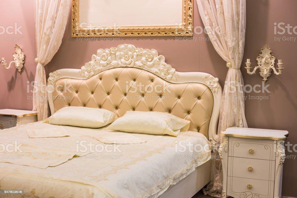 Luxuriöse Schlafzimmer Innenraum Mit Klassischen ...
