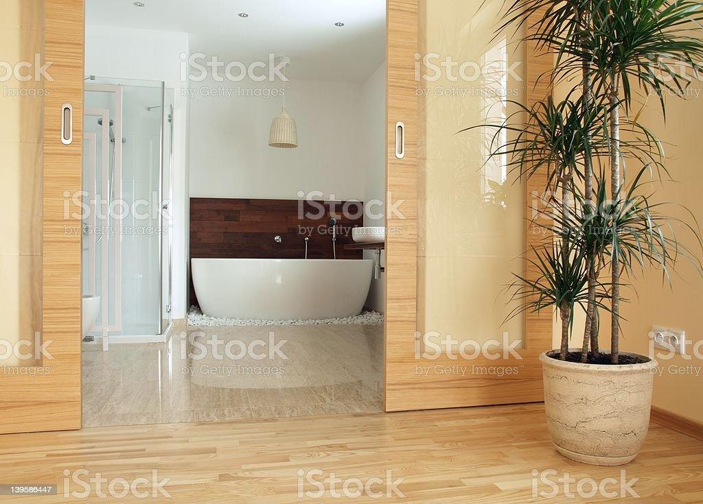 Das Luxuriöse Ensuite Badezimmer Der Eltern Stockfoto und ...