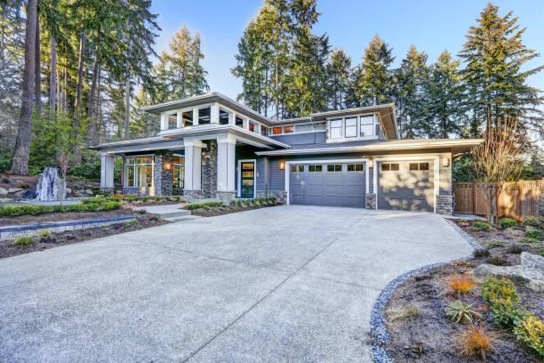 Luxuriöse neue Bau Haus außen – Foto