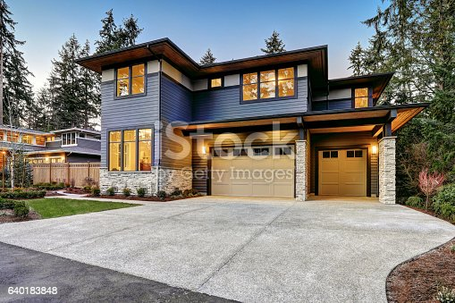 istock Luxurious new construction home in Bellevue, WA 640183848